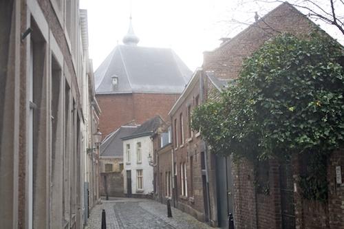 De NGK kerkt in de Waalse Kerk, hier gezien vanaf de Tafelstraat
