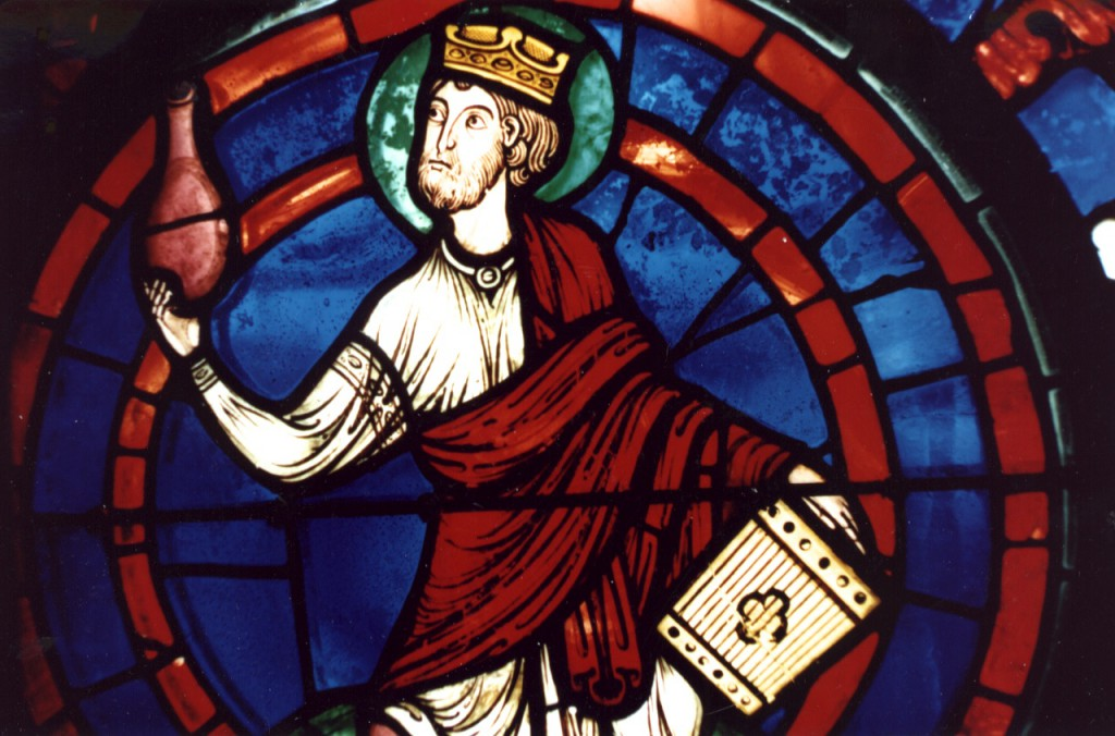 No. 24 Un Psaltérion porté par un un Ancien, Rose Orientale de l'Apocalypse (env. 1215/1220)